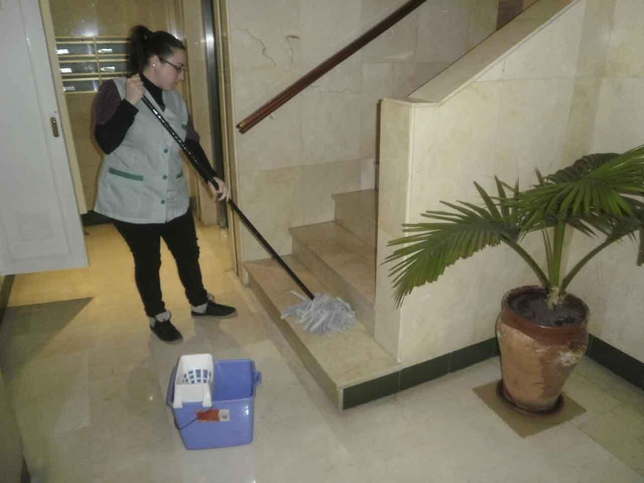 Limpieza de comunidades en granada limpiezas valverde for Limpieza de comunidades en granada